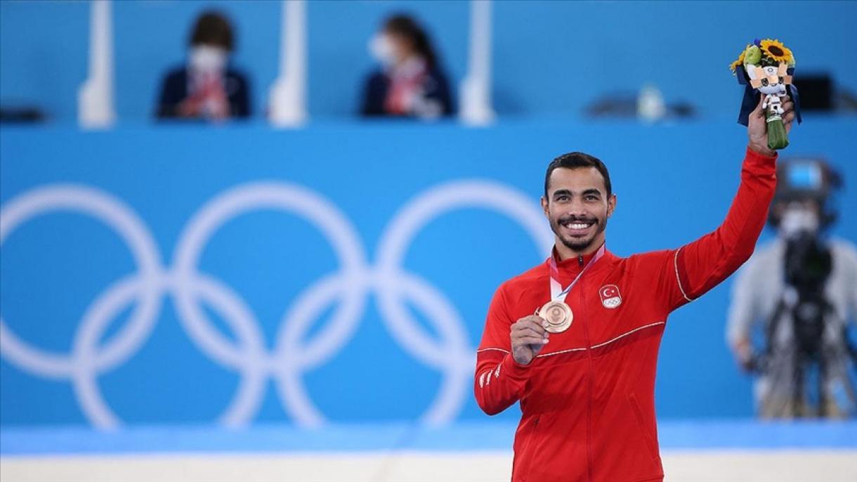 Ferhat Arıcan a remporté la première médaille olympique de la Turquie en gymnastique
