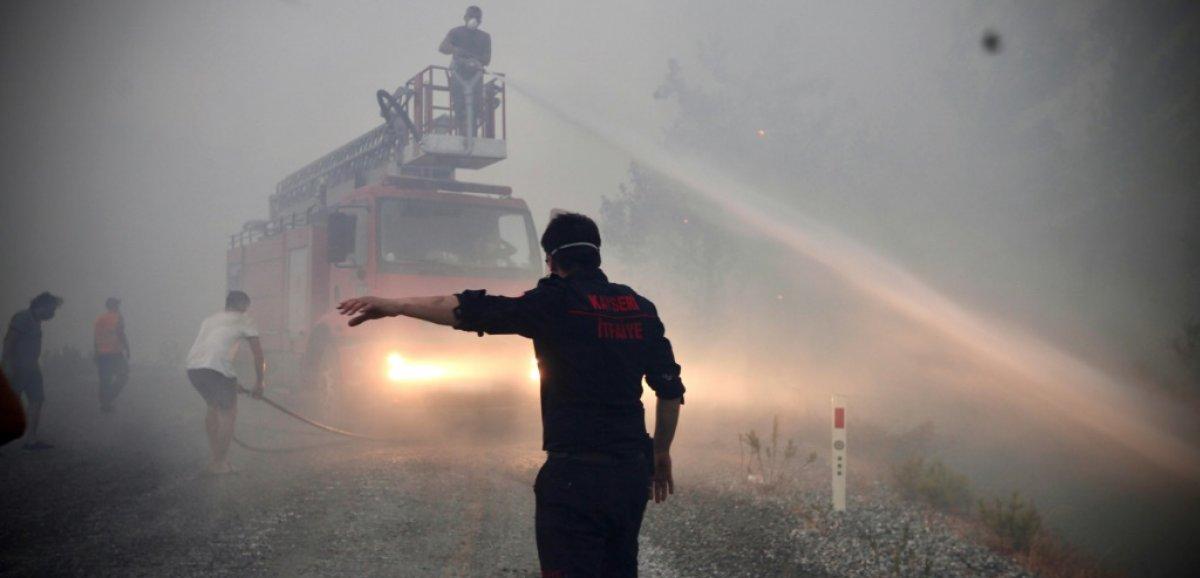 Les villageois deviennent des héros méconnus des incendies de forêt en Turquie