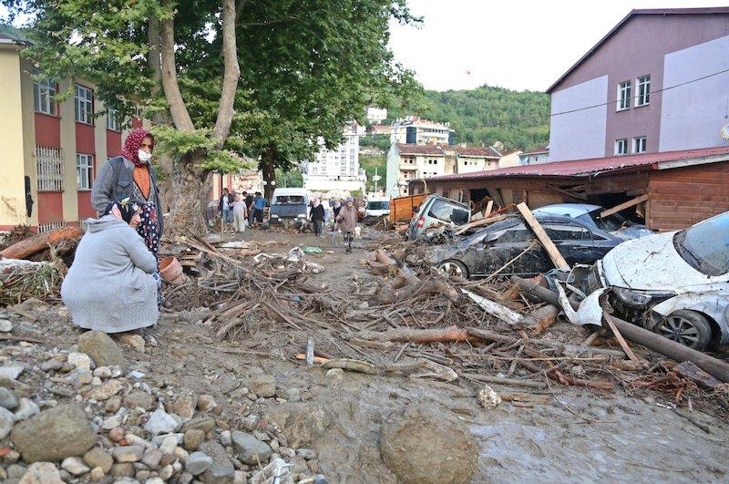 11 morts, 1 disparu alors que les inondations frappent la région de la mer Noire en Turquie