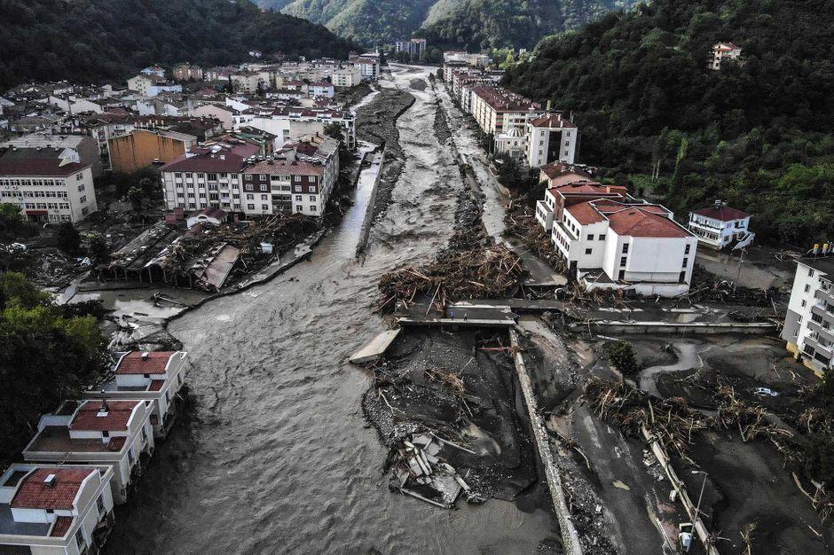 Inondations en Turquie : le nombre de morts près de la mer Noire s'élève à 44