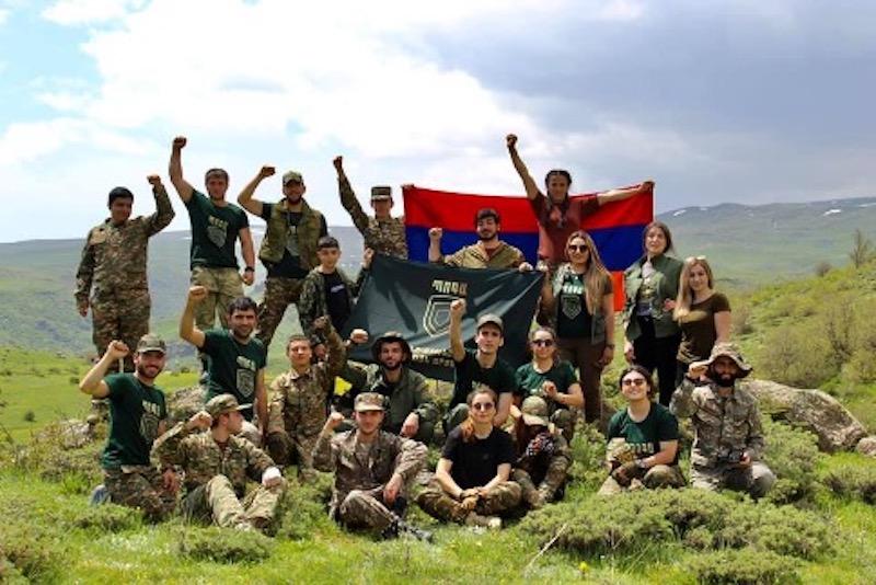 En Arménie les jeunes se préparent à la guerre