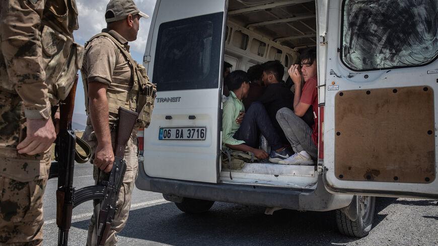 """La Turquie n'acceptera pas le """"fardeau des réfugiés"""" d'Afghanistan"""