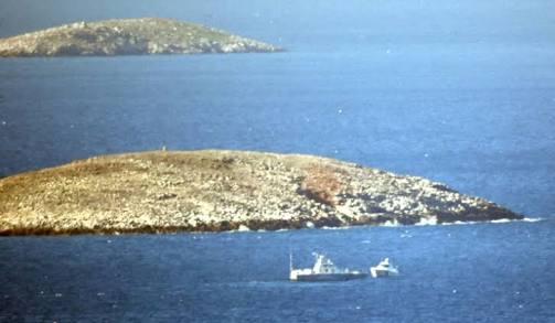 Face-à-face entre des navires de guerre grecs et turcs en mer Égée près d'îles litigieuses