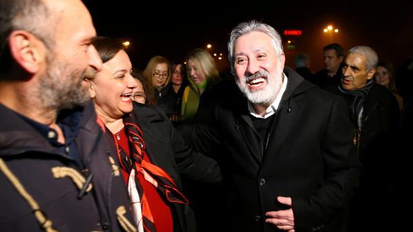Liberté conditionnelle pour deux journalistes du quotidien « Cumhuriyet »