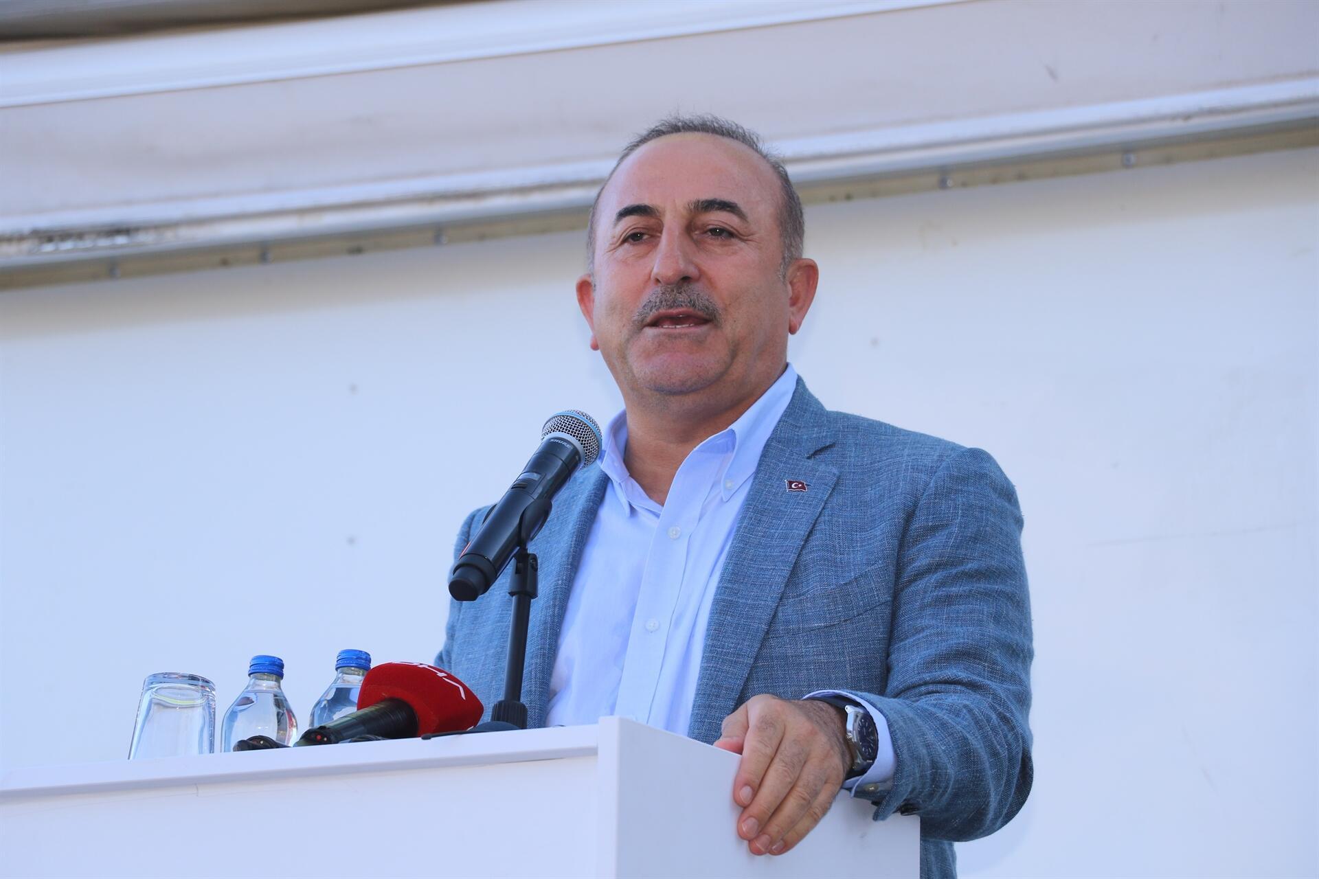 La Turquie doit éliminer les terroristes du YPG / PKK à l'est de l'Euphrate, a déclaré le ministre turc des Affaires étrangères