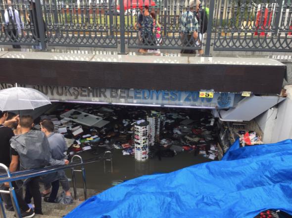 Une pluie torrentielle en Turquie provoque des inondations meurtrières