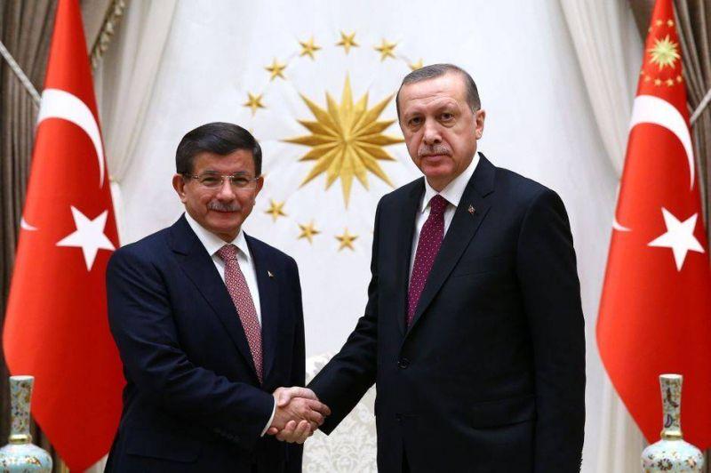 Ahmet Davutoglu, de tête pensante de l'AKP à paria du régime