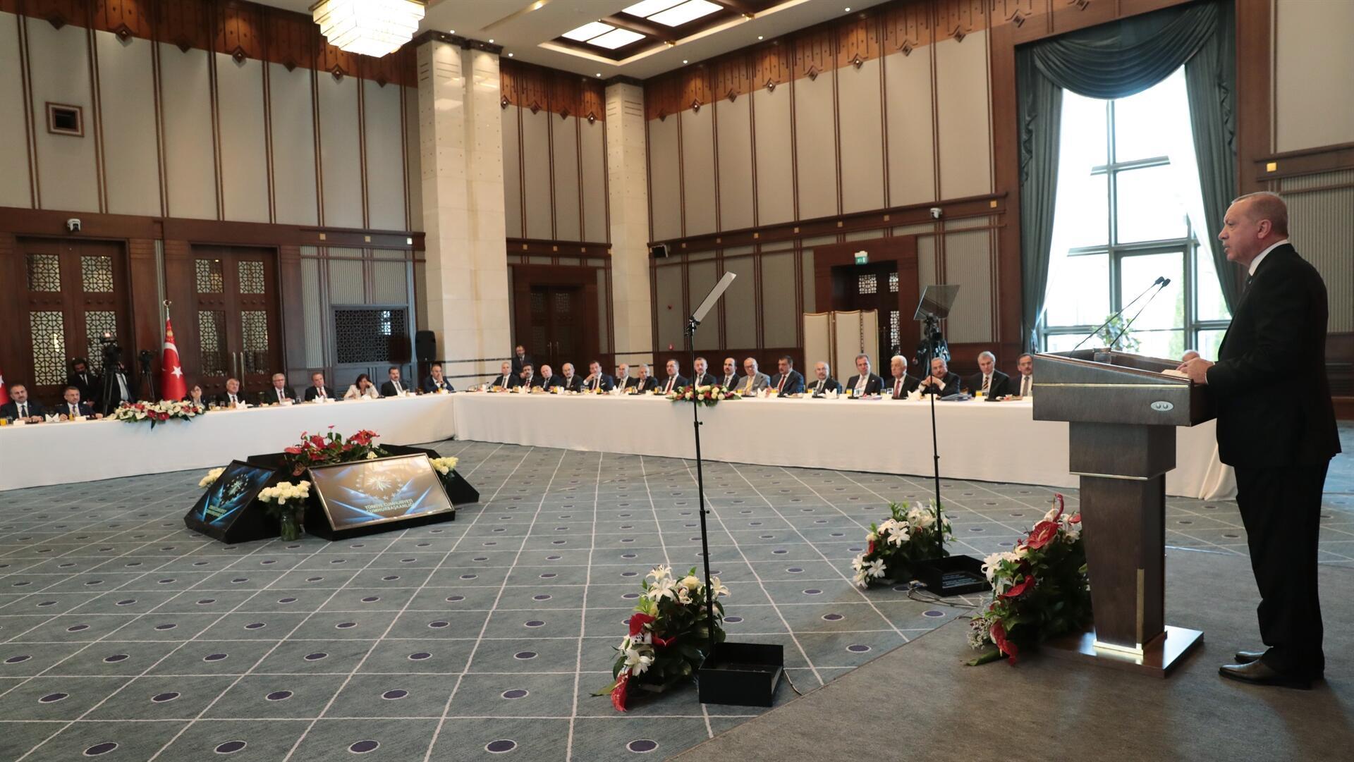 Le président turc dit aux maires de laisser la politique de côté