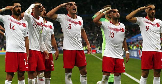 France - Turquie. Que signifie ce salut militaire des joueurs turcs après l'égalisation ?