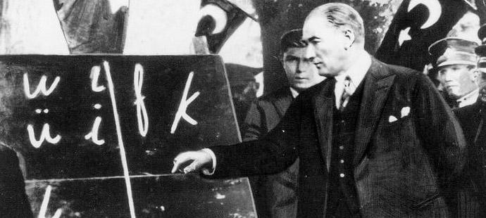 Le 1er novembre 1923 a eu lieu la réforme de l'alphabet en Turquie