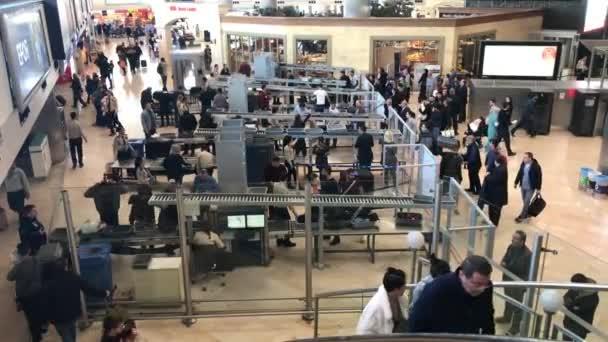 34 personnes en partance pour Nantes arrêtées avec de faux papiers à l'aéroport d'Istanbul