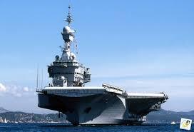 La France envoie son porte-avion Charles De...