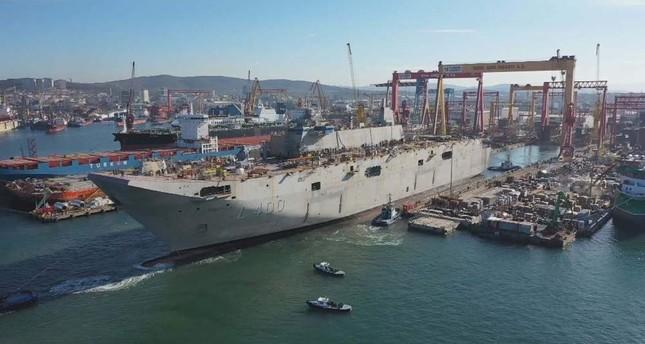 Le futur navire amiral turc TCG Anadolu prêt pour les essais portuaires