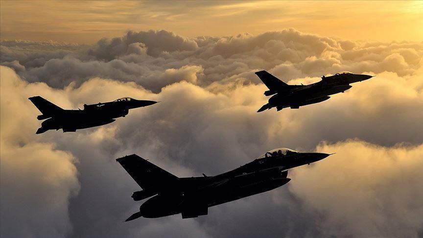 Des avions turcs neutralisent 8 terroristes du PKK dans le nord de l'Irak