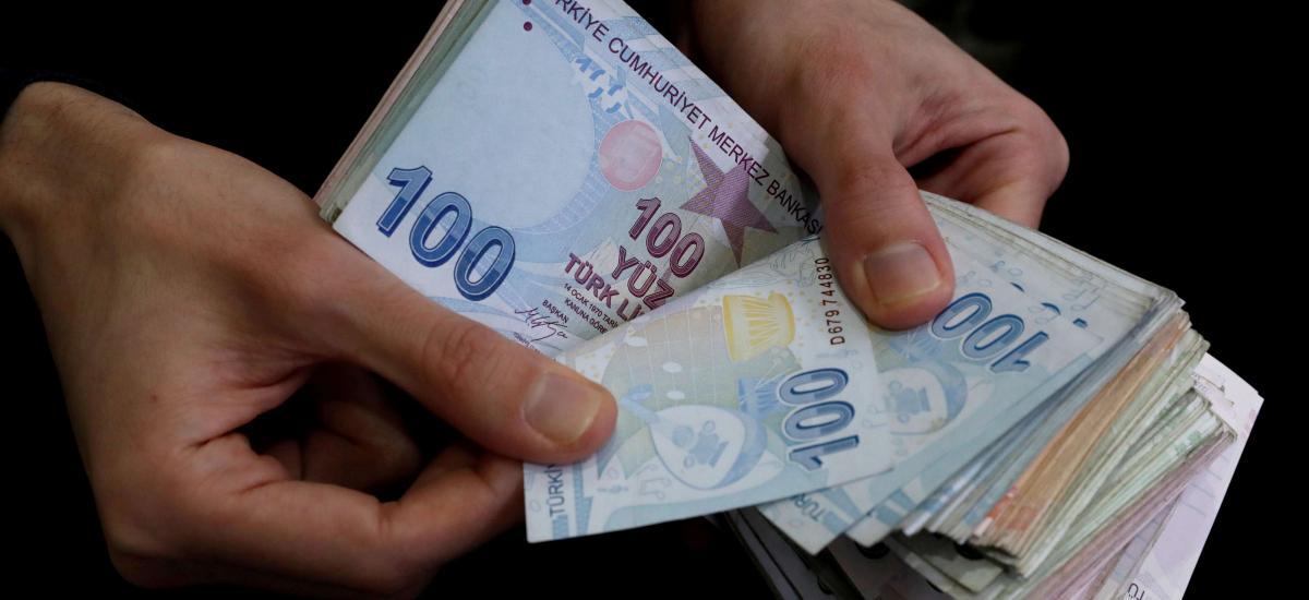 Les banques d'État turques dépensent plus d'un milliard de dollars pour soutenir la lire