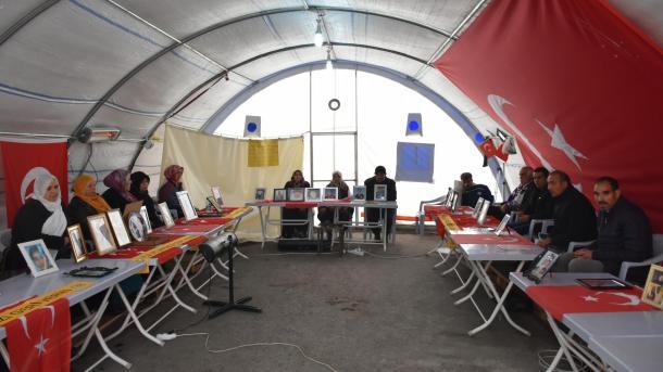 Une 13ème famille participant au sit-in à Diyarbakir a retrouvé son enfant