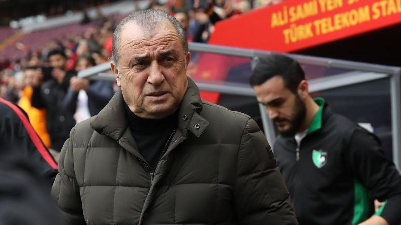 Le légendaire entraîneur de football Fatih Terim positif au COVID-19