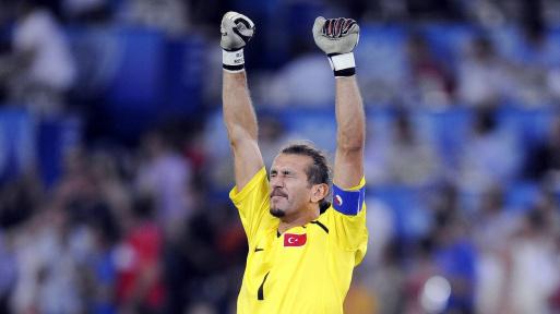 La légende du football turc Rüştü dans un état critique