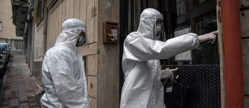 """En Turquie, des médecins se muent en """"détectives"""" pour traquer le coronavirus"""