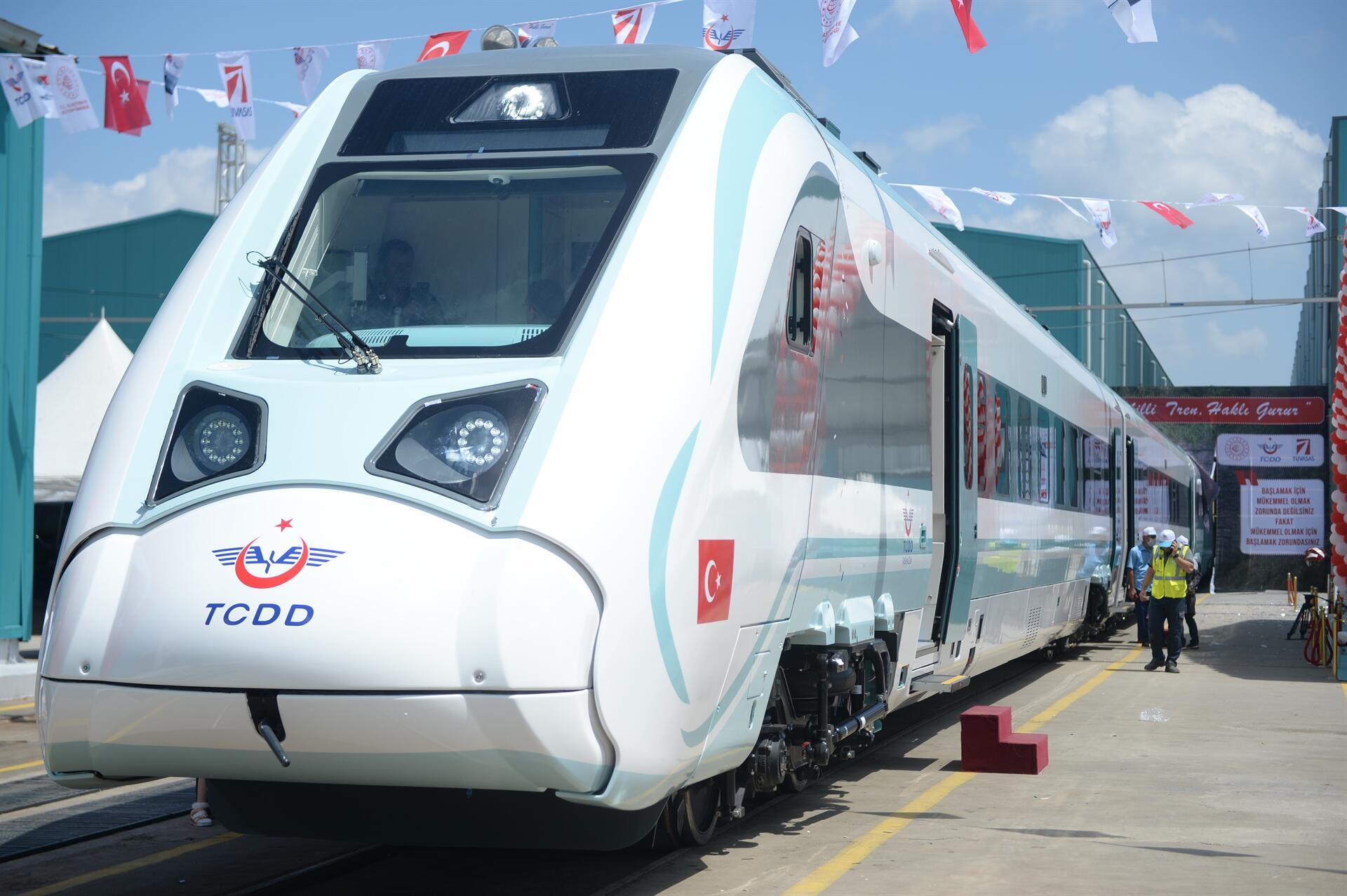 Début des essais en usine pour le premier train électrique turc