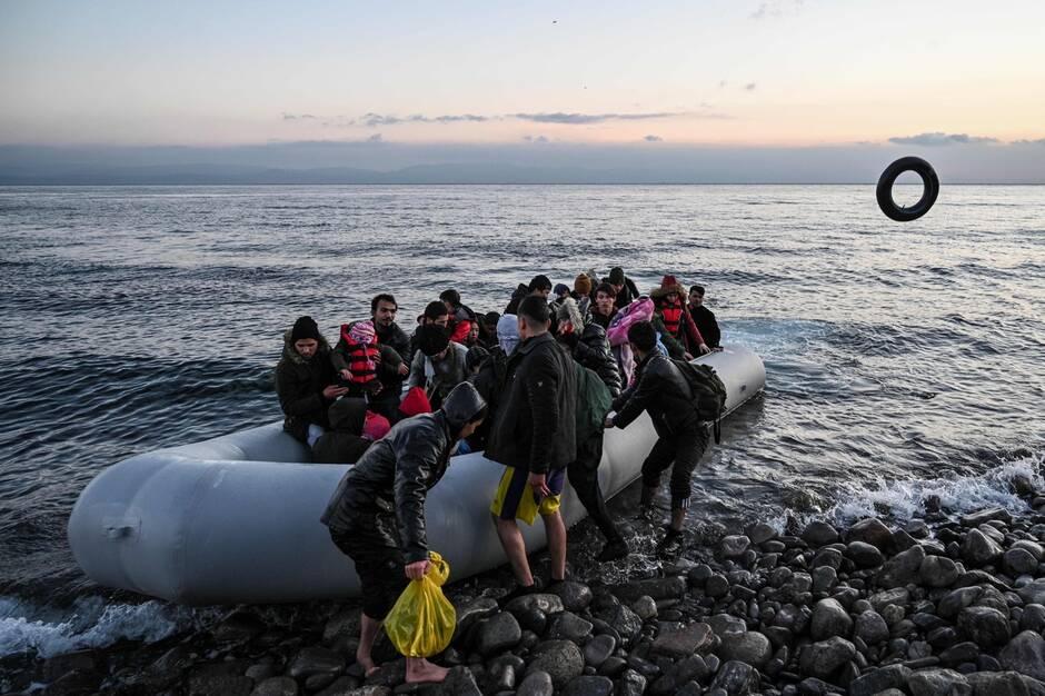 La Grèce rejette des migrants à l'eau