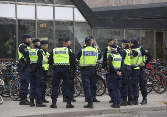 Suède : des militants mettent le feu à un Coran et provoquent de violentes émeutes