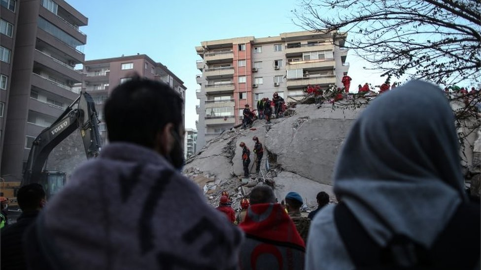 Séisme Turquie-Grèce : recherche de survivants sous les décombres
