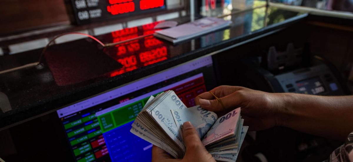 La livre turque plonge alors que les doutes persistent sur la décision de la banque centrale sur les taux