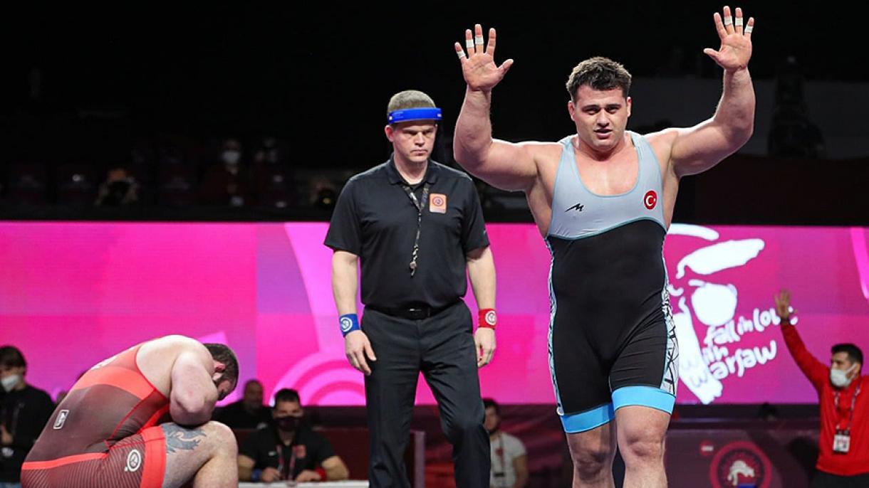 Lutte : L'athlète turc Kayaalp sacré champion d'Europe pour la 10 fois