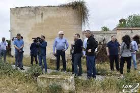 Aghdam : les visiteurs russes ont été témoins du vandalisme arménien dans le cimetière Imaret