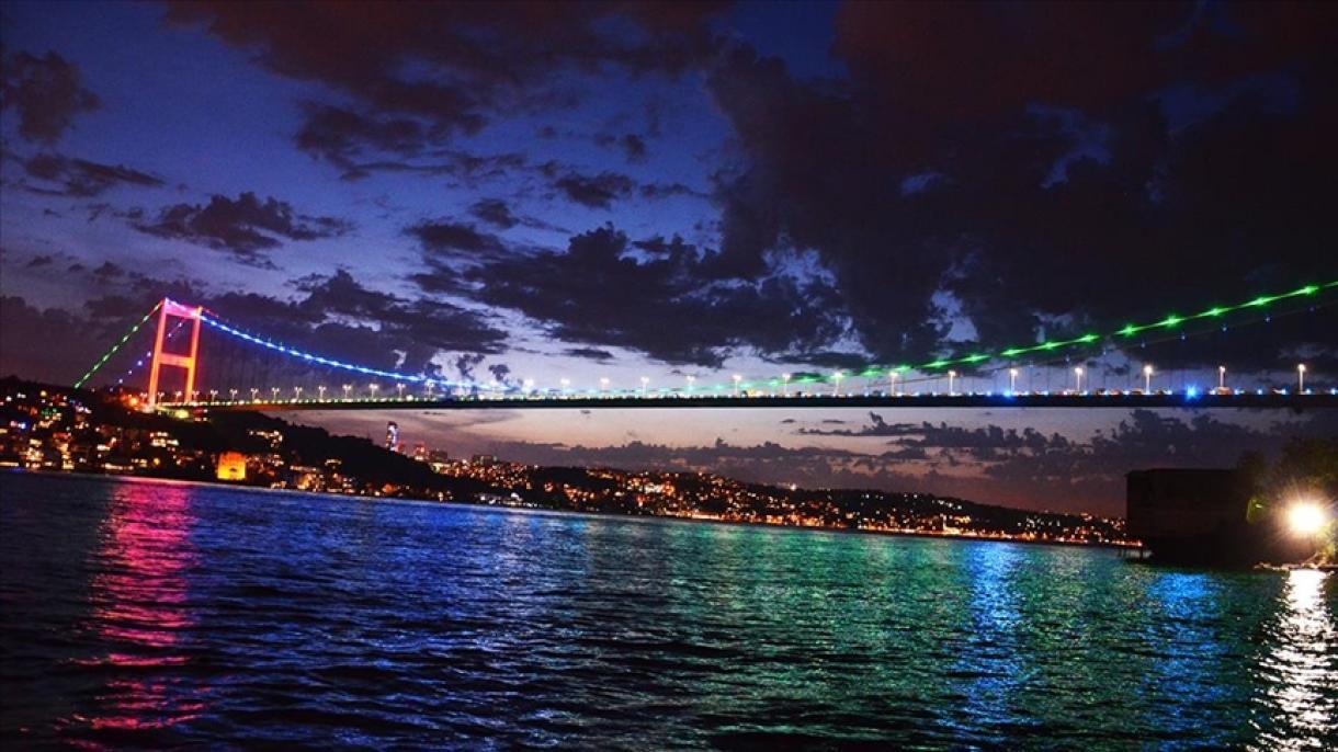 Les ponts d'Istanbul illuminés aux couleurs de l'Azerbaïdjan